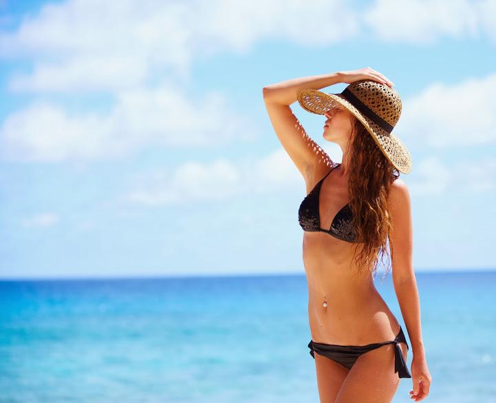 Photo Of A Woman At The Beach - Salon Du Beau Monde