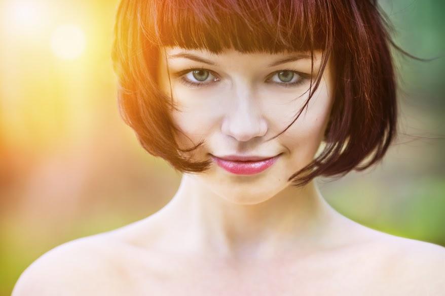 Photo Of A Short Haired Woman - Salon Du Beau Monde